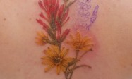Girls behind back painted gradient simple line plant bouquet tattoo picture