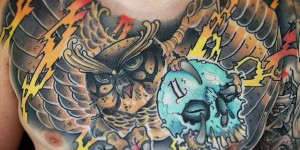 Chest color cartoon owl with 骷髅 flash tattoo pattern